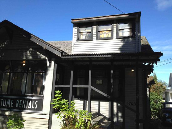 7011 Roosevelt Way NE, Seattle, WA 98115