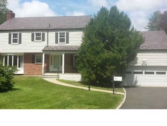 166 E Middle Patent Rd, Stamford, CT 06904
