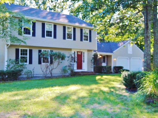 135 Lantern Ln, North Kingstown, RI 02852