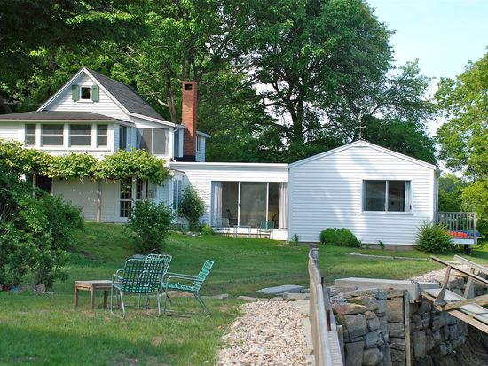 3 Chester Sq, Gloucester, MA 01930