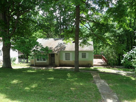 1212 East Dr, Bluefield, WV 24701
