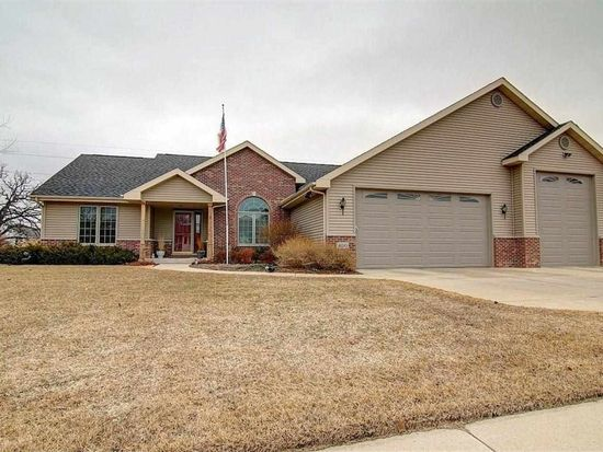 400 Meadow Crest Trl, Cottage Grove, WI 53527
