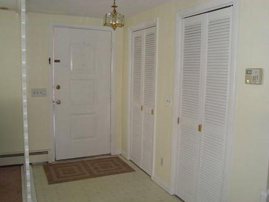 110 Dellwood Rd, Cranston, RI 02920