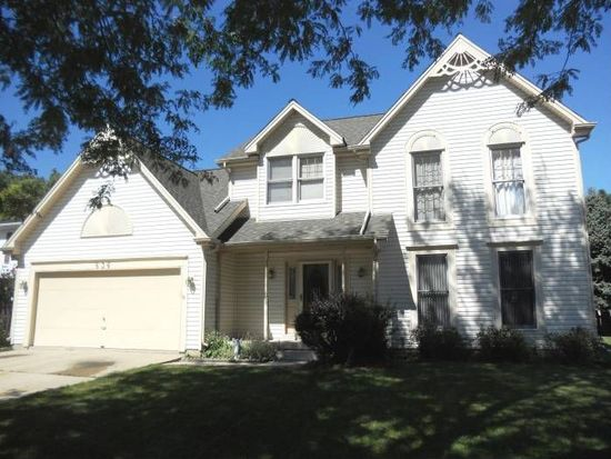 636 Shenandoah Trl, Elgin, IL 60123