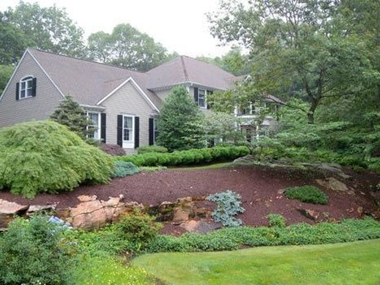 41 Cherry Gate Ln, Trumbull, CT 06611