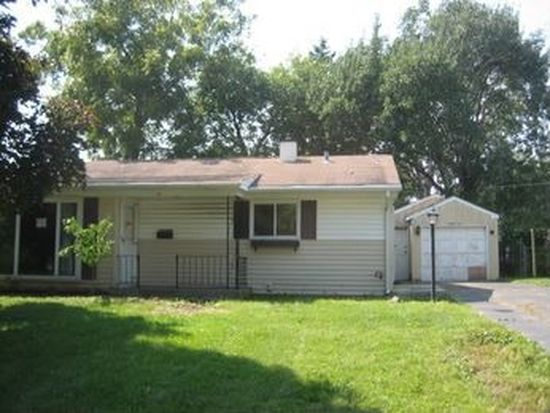 24 Cardinal Ln, Carpentersville, IL 60110