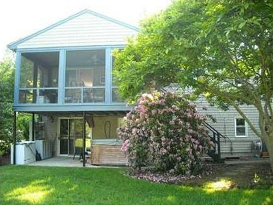 272 Steamboat Ave, North Kingstown, RI 02852