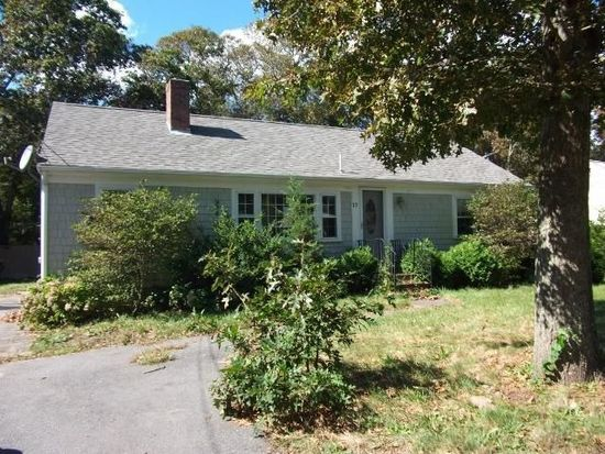 17 Wolley Rd, Hyannis, MA 02601