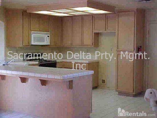6516 Laguna Park Dr, Elk Grove, CA 95758