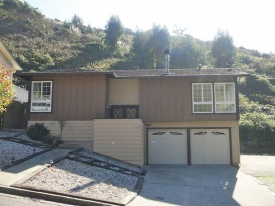 700 Canyon Dr, Pacifica, CA 94044