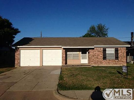 713 Globe Ave, Blue Mound, TX 76131