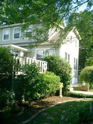 2 Howland Ave, Dartmouth, MA 02748