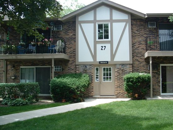 9S116 S Frontage Rd APT 207, Willowbrook, IL 60527