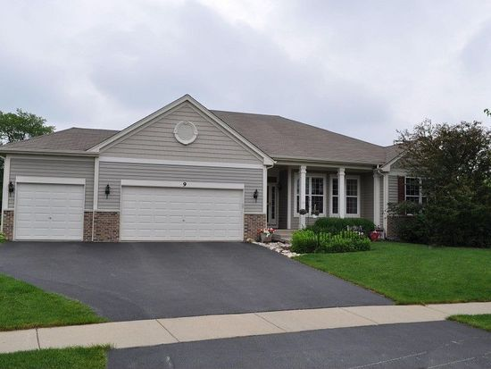 9 Sheffield Ct, Cary, IL 60013