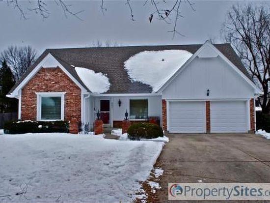 8821 Cedar Dr, Prairie Village, KS 66207