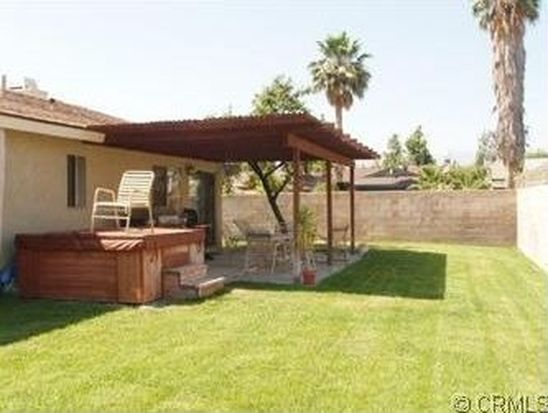 1320 Live Oak Ct, Redlands, CA 92374