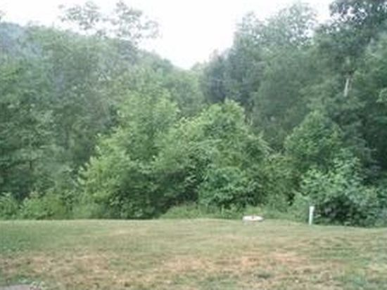 794 Whispering Pnes, Alum Creek, WV 25003