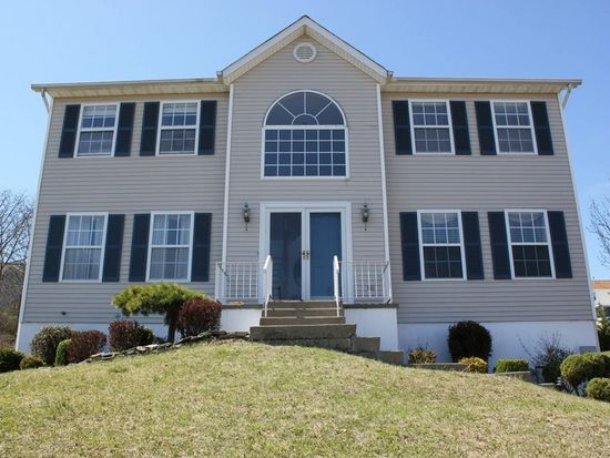 25 Anna Ct, Middletown, NY 10941