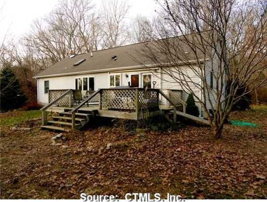 109 Whalehead Rd, Gales Ferry, CT 06335