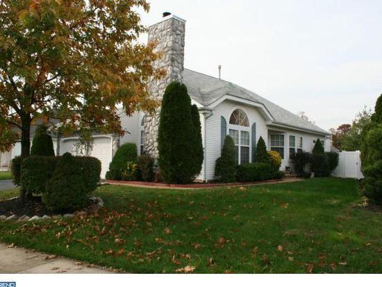 17 Foxchase Dr, Burlington, NJ 08016
