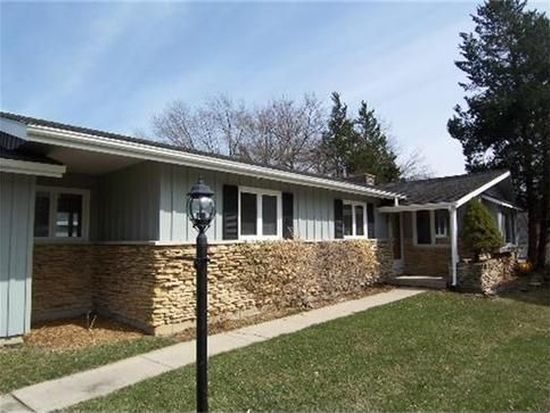 2317 Grove Ln, Cary, IL 60013