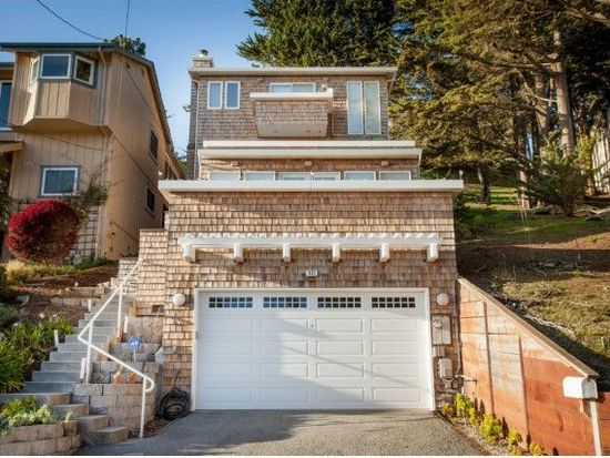 421 Goodman Rd, Pacifica, CA 94044