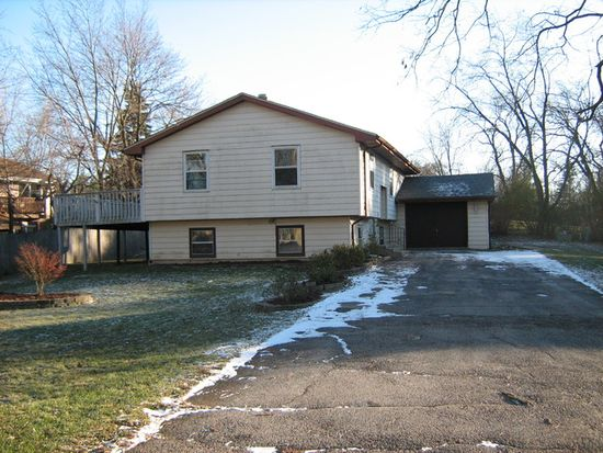 1625 Marguerite St, Crystal Lake, IL 60014