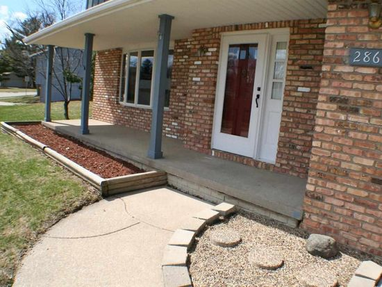 2860 Willow Dr, Bettendorf, IA 52722