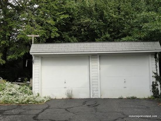 2293 S Overlook Rd, Cleveland Heights, OH 44106