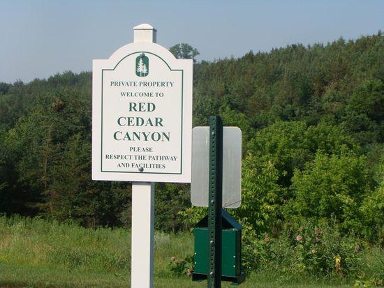197 W Canyon Dr, Hudson, WI 54016
