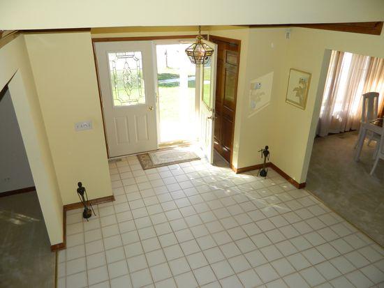 1675 Brittany Ln, Hoffman Estates, IL 60192