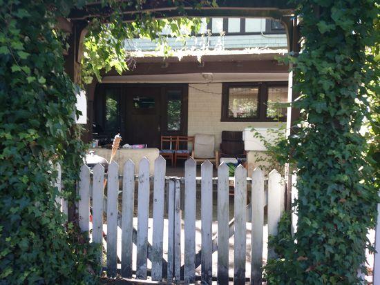 611 13th Ave E, Seattle, WA 98102