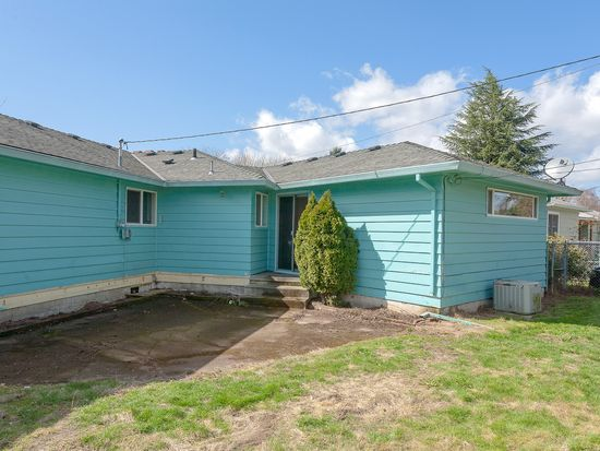 1415 Manor Dr, Gladstone, OR 97027