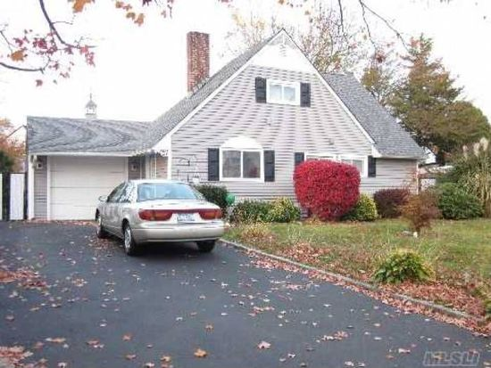 23 Spindle Rd, Hicksville, NY 11801