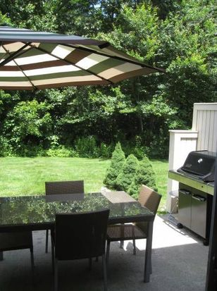 16 Governors Hl, West Warwick, RI 02893
