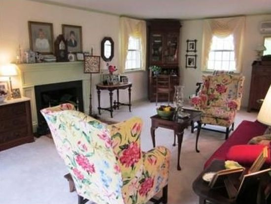 1662 Woodvale Dr, Charleston, WV 25314