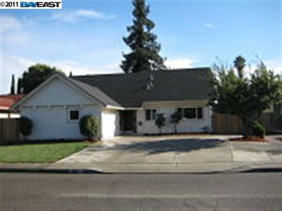 800 Russell Ln, Milpitas, CA 95035