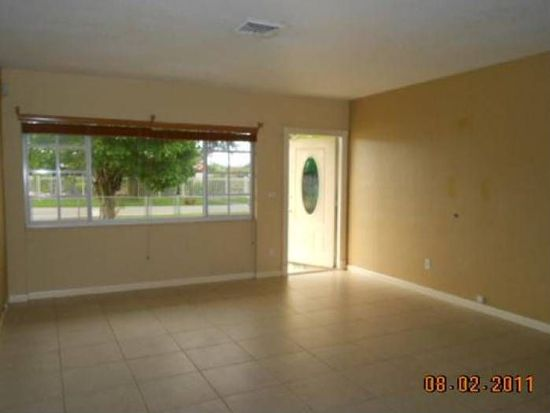 546 W 65th Dr, Hialeah, FL 33012