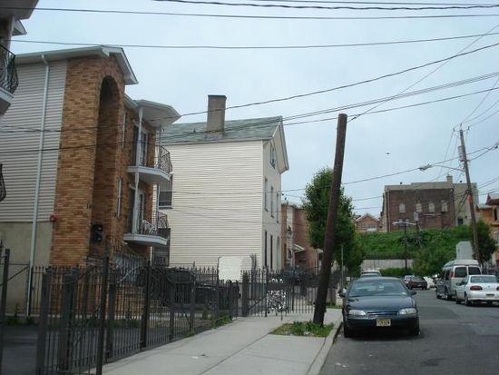 16-18 Governor St, Newark, NJ 07102