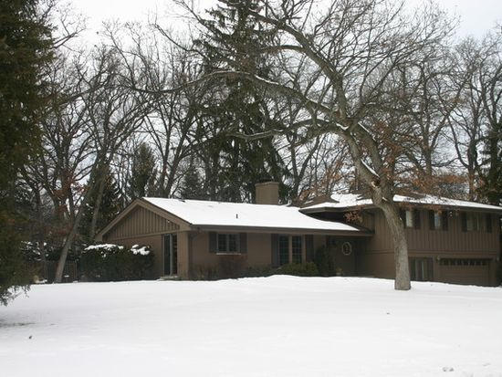 4319 Sherwood Dr, Crystal Lake, IL 60012
