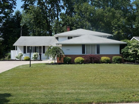 25018 Fawn Dr, North Olmsted, OH 44070