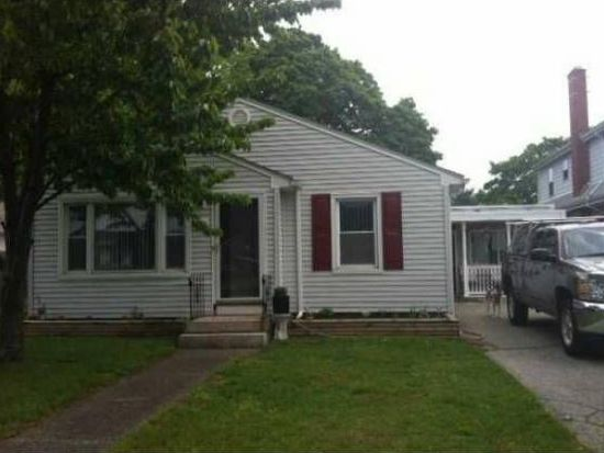 1005 York Ave, Pawtucket, RI 02861