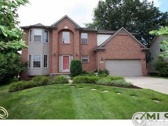 7947 W Oakland Manor Dr, Waterford, MI 48327