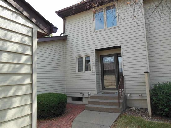 3665 Cedarwood Ct, Bettendorf, IA 52722