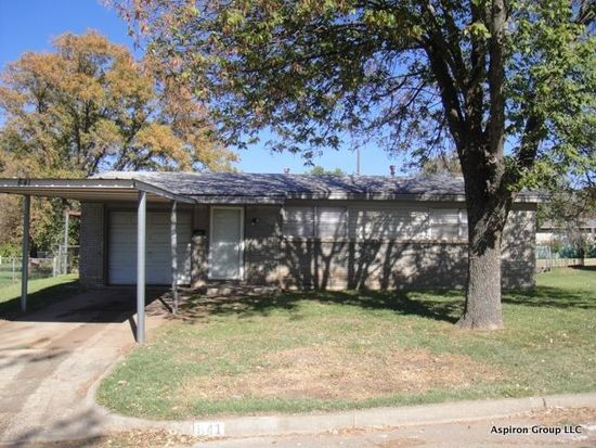 641 SW 14th St, Moore, OK 73160