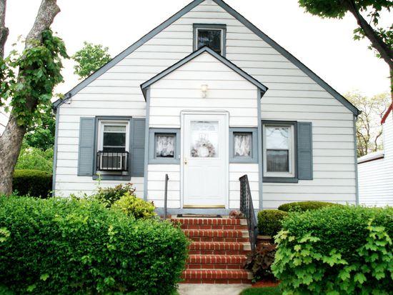 17 6th St, Westbury, NY 11590