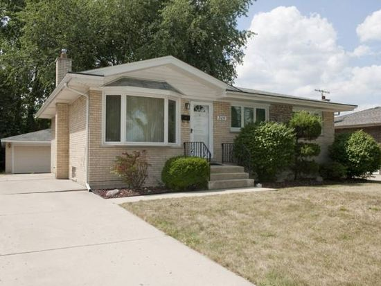 305 W Lake Park Dr, Addison, IL 60101