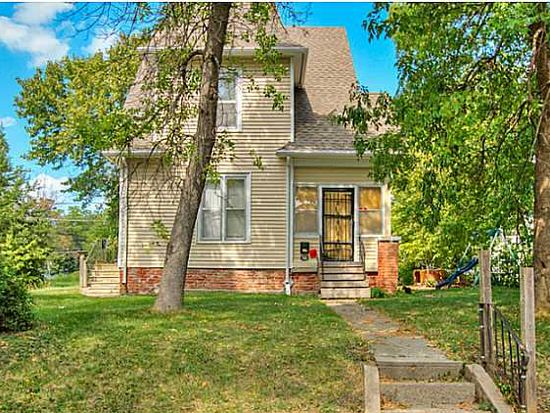 723 Oak Park Ave, Des Moines, IA 50313