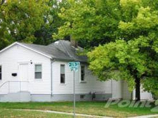 221 W 12th Ave, Mitchell, SD 57301