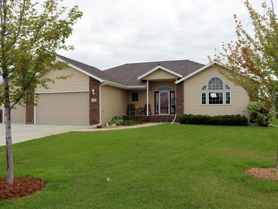 1642 Westwood Ct, West Fargo, ND 58078
